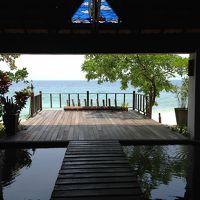 タイ料理レストランからビーチを望む