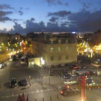 大通り側の部屋からバスティーユも遠くに眺められます