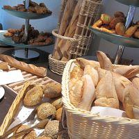 朝食のパンの一部です。さすがフランス、パンが美味