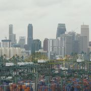 眺めはシンガポール市内が見渡せます