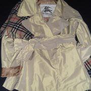 バーバリーのコート、お買得でした。