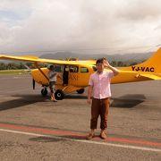 バヌアツ北部の火山島を、1時間52分ののフライトで空から満喫!