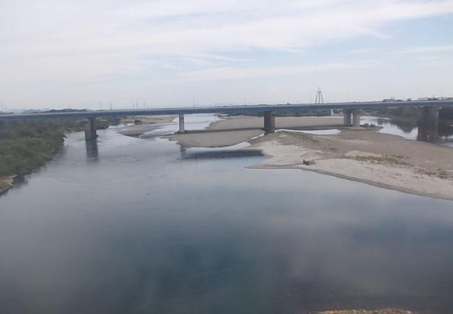 文字通り近くで木曽川の風景が楽しめます