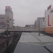橋上駅舎から眺める風景