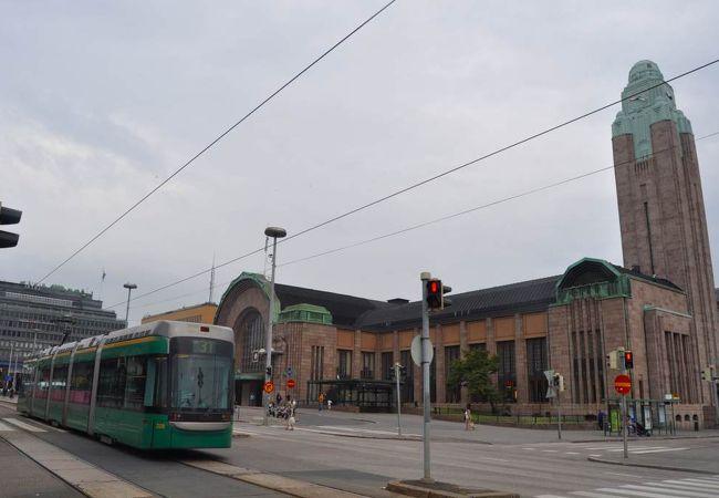 トラムも駅前を通る中央駅