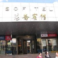 南京東路に面した入口