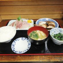 朝漁亭 丼