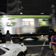 旗の台駅を出発する電車