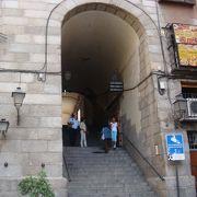 クチリェロス門。