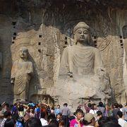 中国三大石窟。各時代の仏像が秀逸