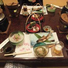 この他に天ぷら、せいろ、デザートも出ます、ボリューム満点