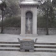 白居易のお墓があります。