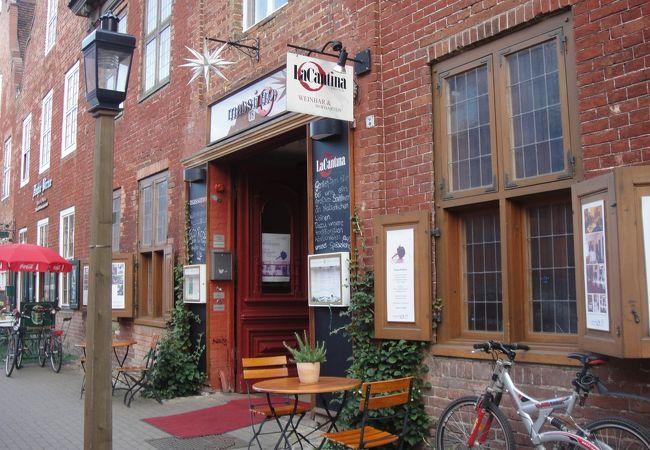 Mittel通りのカジュアルレストラン