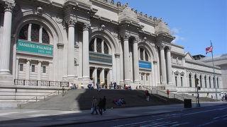 セントラルパークに隣接する巨大な美術館