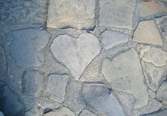 ハートの石を見つけつと、いいらしいです。
