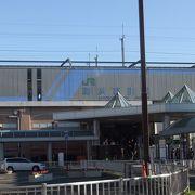 幕張新都心の中軸の駅です。