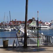 クイーンメアリーの船が目立ちますが、静かな港です。