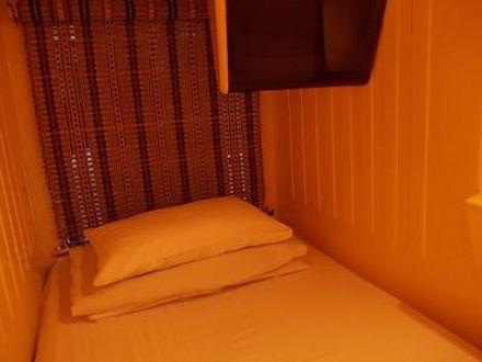 カプセルホテル ファミー 写真