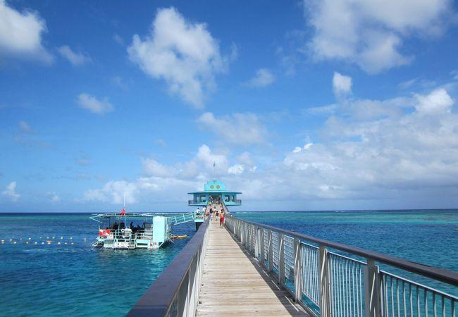 フィッシュアイマリンパークの海中展望塔へと続く桟橋。