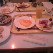 朝食はここで!!