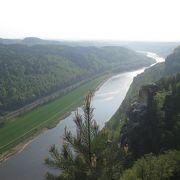 奇岩も楽しめ、エルベ川を上から眺められる