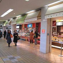 田園都市線からJR横浜線に行く通路の商店街