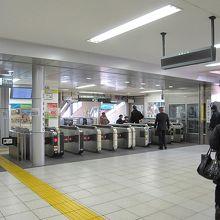 JR線の改札口