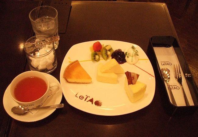 チーズケーキ3種とピーチ・アプリコットなどのフレーバー紅茶