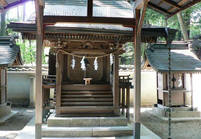 月読神が仮の姿をとって現れたと伝わる石も祀られている薪神社