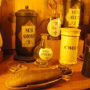 美しい小瓶やたくさんの器具
