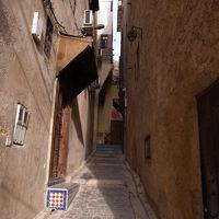 路地裏の階段のつきあたりがリヤド。いやー、メディナですねえ