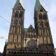 マルクト広場に面して建つ教会