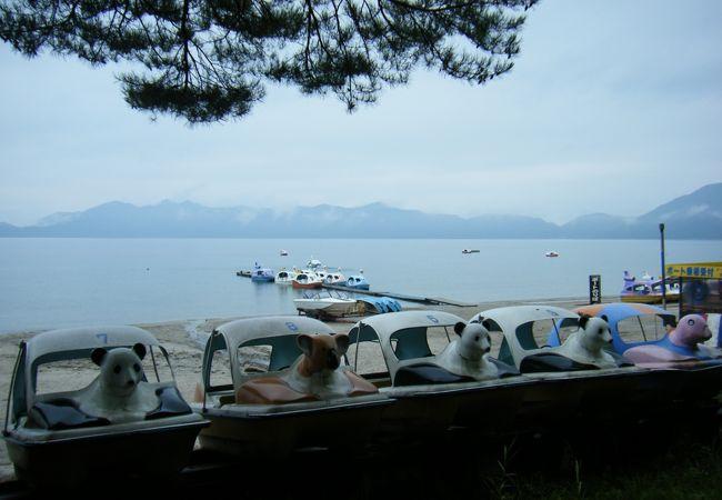 湖岸・並ぶボート