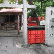 芸能人のお札がいっぱい芸能神社