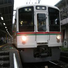 吾野駅に停車中の普通電車