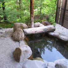 客室の露天風呂。