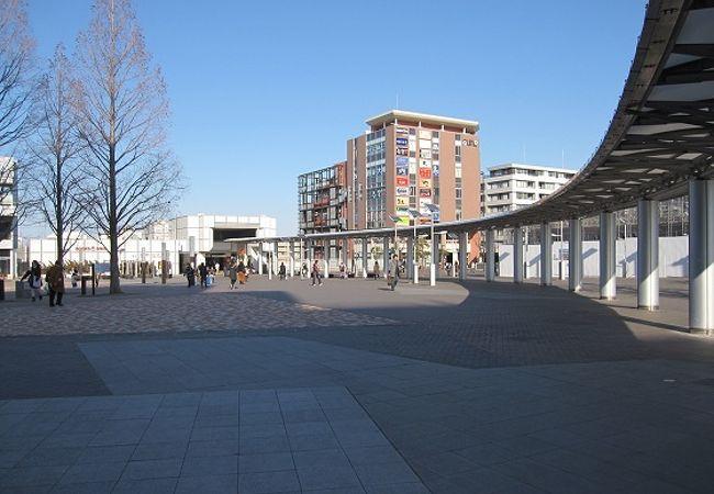 センター南駅は、近くに都筑区総合庁舎などがあって都筑区の中心駅です。