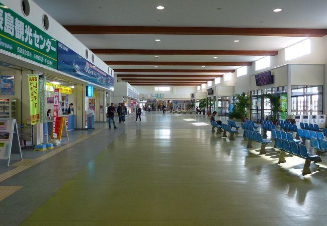石垣港離島ターミナル内です。