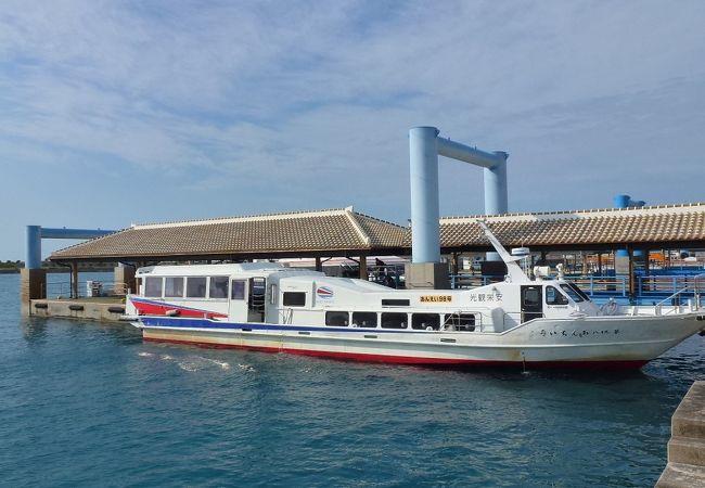 離島桟橋と高速船です。