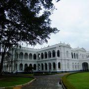 スリランカの歴史や文化を知る上で必至の博物館