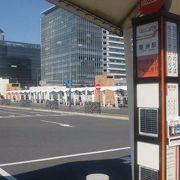 空港駅のリムジンバス乗り場が駅前にあります