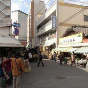 地元の人で賑わう市場。鹿児島の地域の生活を見ることができます。