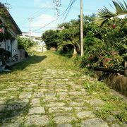 漲水御嶽のそばにある古道。