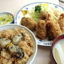 カキフライ(1,365円)+かきめし(大)(390円)