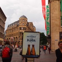 ガレリア・カウフホーフは緑色のロゴが目印。(写真右)