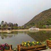 麗江古城から歩いて行ける、水面に映る景色が美しい