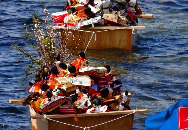 淡嶋神社では3月3日に雛流しの神事があります。必見です。