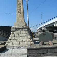 海水浴場発祥の碑がある