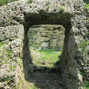 宮古島豪族の継室のお墓。