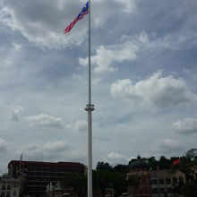 世界一高い掲揚塔と国旗